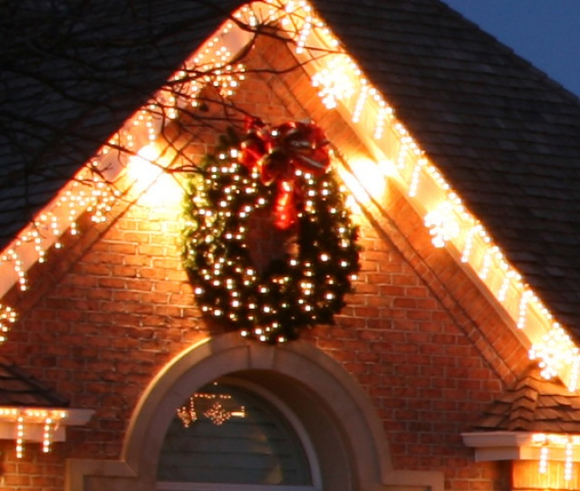 Led Icicle Lights And Led Lighted Christmas Wreath